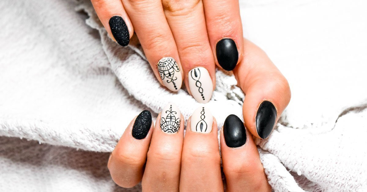 black-and-white-painted-finger-nails