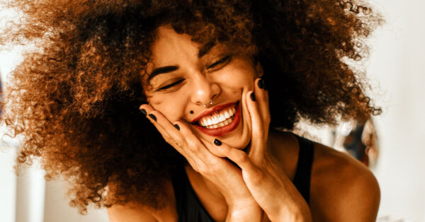 Coconut-Oil-activated-charcoal-teeth-whitening-girl-big-smile