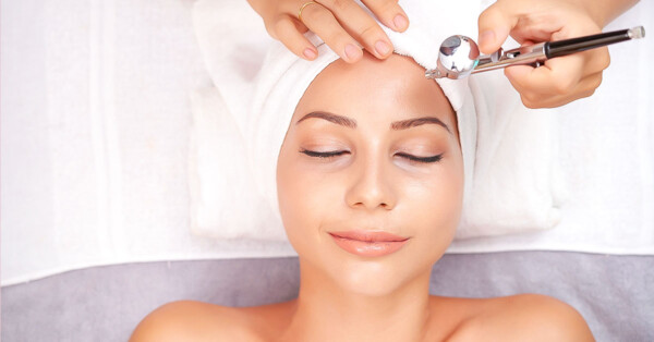 best at home hydrafacial machine alternatives-woman-getting-oxygen-facial