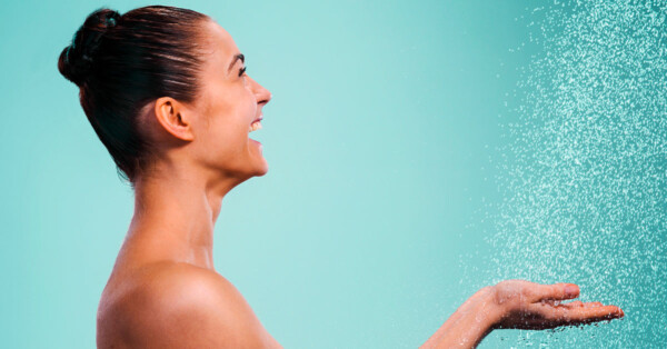 best-non-toxic-body-wash-woman-in-shower