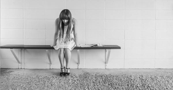 pyroluria-sad-girl-on-bench